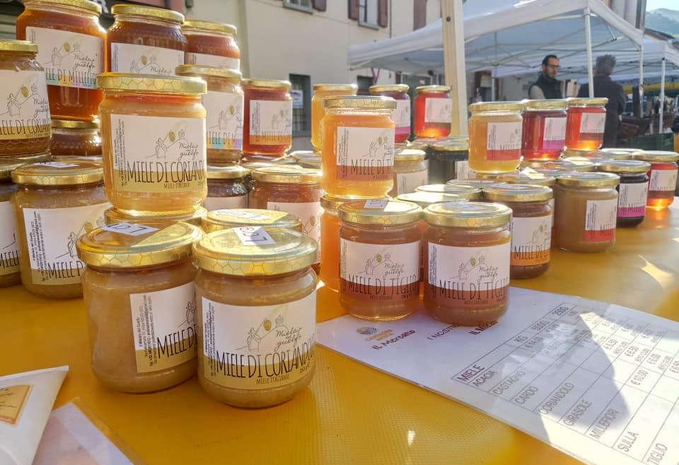 """Nella """"Valle"""" sono arrivati i prodotti delle api: miele, polline e pappa reale"""