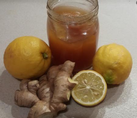 Tisana zenzero, limone e miele: aiuta la tua salute