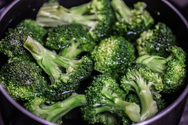 """LE NOSTRE (VOSTRE) RICETTE: """"Broccoli affogati"""""""
